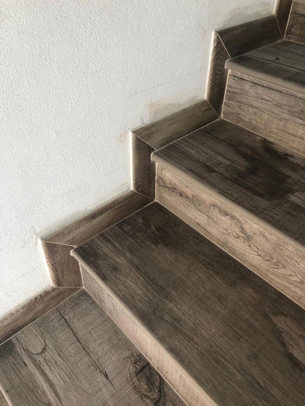 Pavimenti in ceramica per la casa. Stock pavimenti in gres ...