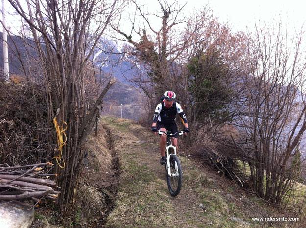 sentiero a mezza costa direzione Pavaglione