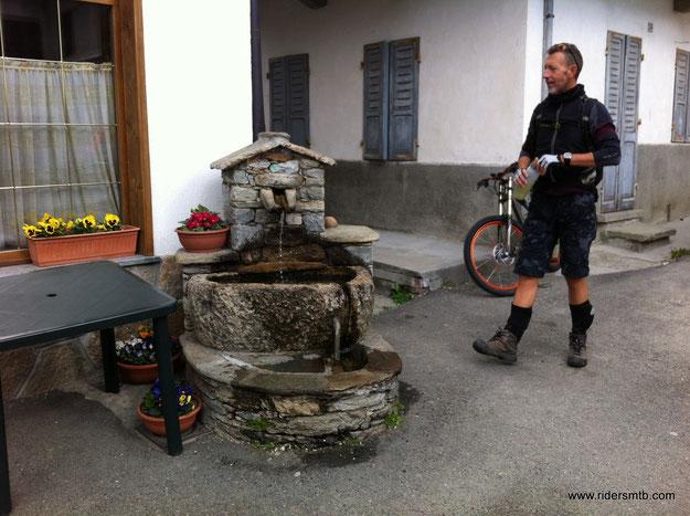 a Frassinetto fontane a gogo!!, alcune particolari
