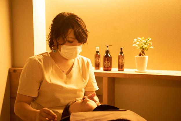 神戸市(兵庫県)のヘッドスパ専門店の施術