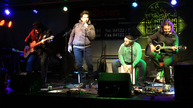 """""""Wylde Paradise"""" um den Quickborner Lokalmatadoren Tönjes Boback setzten mit melodiösem Rock den musikalischen Schlusspunkt des Bühnenprogramms"""
