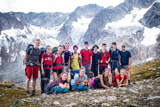 Unsere tolle Gruppe vor den Gletschern des Kaunergrats
