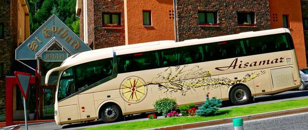 Le sophrobus devant l'hôtel saint Gothard