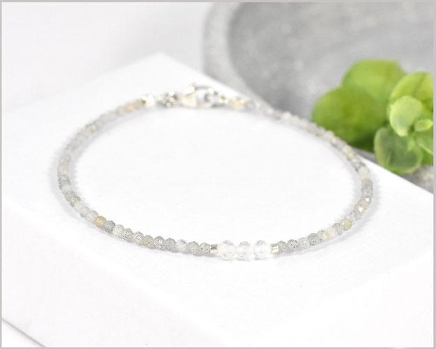 Labradorit Edelsteinarmband mit facettierten 2 mm Edelsteinen kombiniert mit Bergkristall und Silber Verschluß