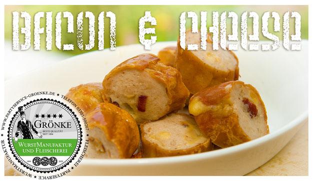 Bacon & Cheese Grillwurst auf knusprigem und warmen Focaccia-Brot