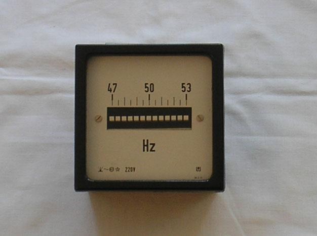 Unbekannter Hersteller  Zungen Frequenz Messgerät zum Einbau in Schalttafeln