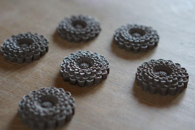 仲本律子 R工房 女性陶芸家 茨城県笠間市  和菓子 木型 菊の花 石膏型