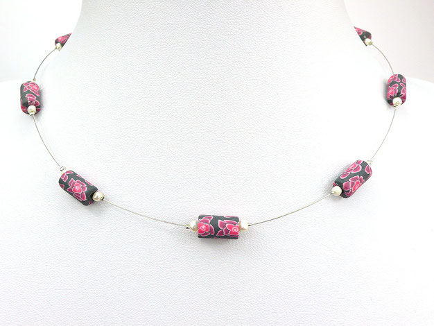 Halskette mit Zuchtperlen und Blütenperlen