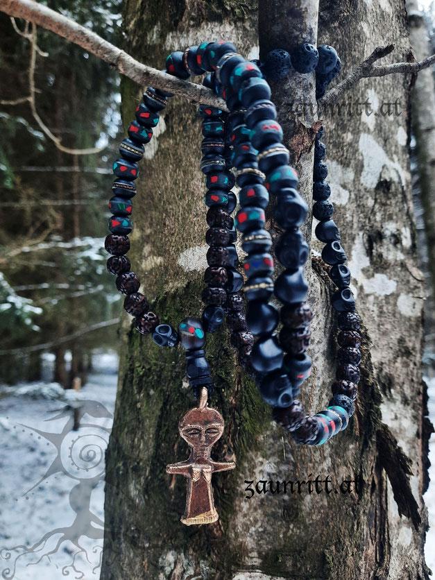 Mala mit Schutzfigur, Yakknochen und Rudaksha-Perlen