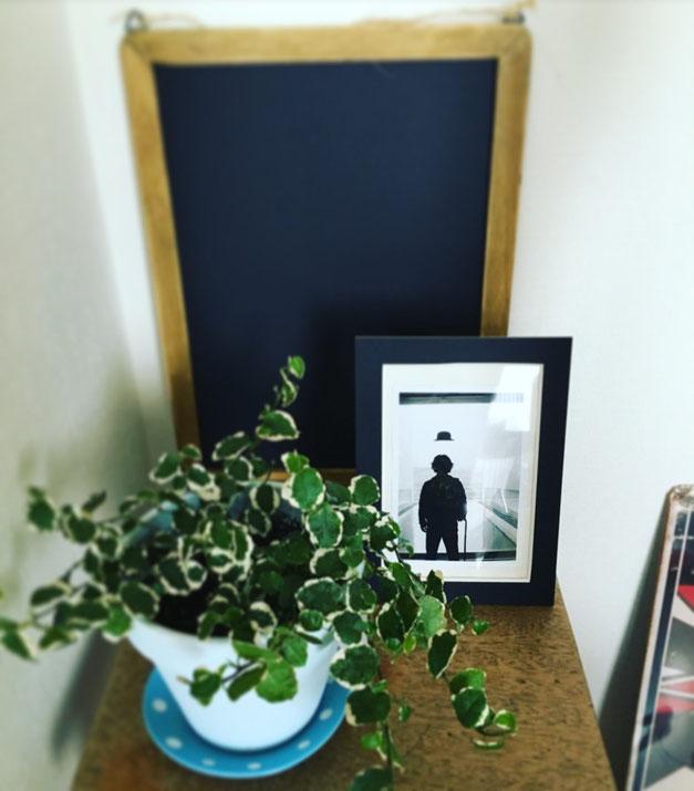 植田正治写真美術館内で撮った写真も、リビングに飾ってみました☺︎ アナログ写真特有の味わいが出てます♡