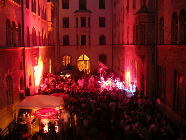 Konzerte im Bürgerhof 2006 - Freiwilligen-Zentrum Augsburg - Foto: Robert Hösle Illumination: Wolfgang F. Lightmaster