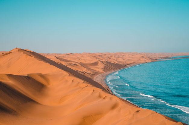 Namibia Orte schaffen geistiges Wohlbefinden -  Photo by Sergi Ferrete on Unsplash-Sandwich Harbour Namibia