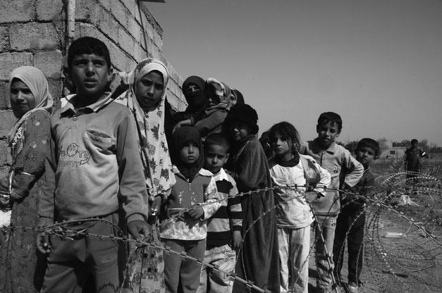 Kinder im Kriegsgebiet