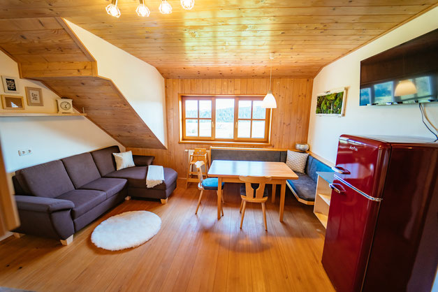 Wohnbereich Familienzimmer Schwalbennest am Biobauernhof Stadler