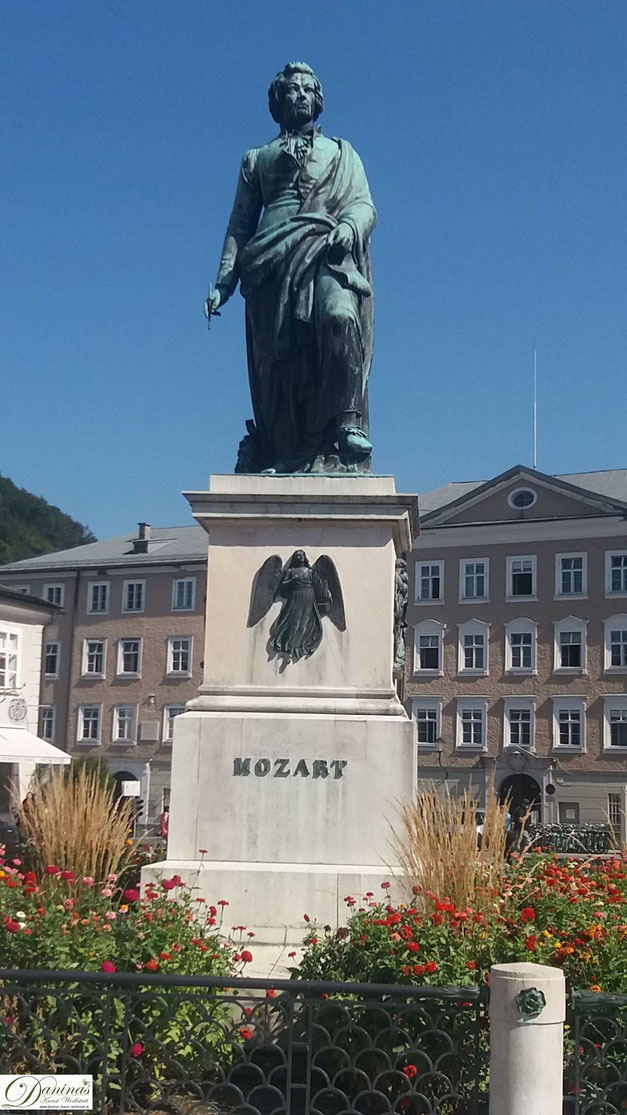 Mozartdenkmal am Mozartplatz in der Salzburger Altstadt