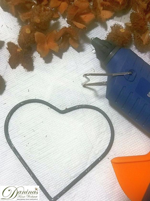 Deko Herz aus Bucheckern basteln. Herbstdeko selber machen - Anleitung zum Selbermachen