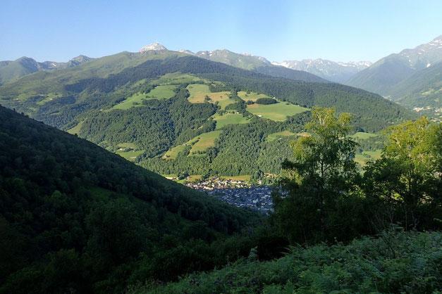 Au loin, le Pic du Midi de Bigorre avec au premier plan la crête de Sarradet.