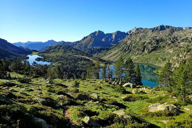 Avec à droite, le Lac d'Aubert.