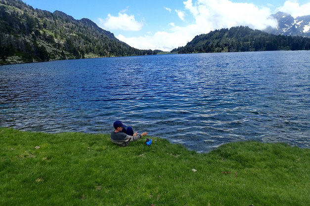 Le Lac d'Aubert. Un petit bain de pied s'impose.