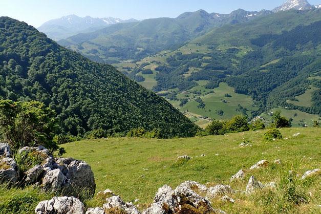 Vue sur la descente et la Vallée de l'Adour.