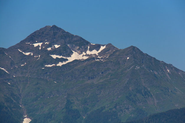 Zoom sur le Montaigu avec encore un peu de neige.