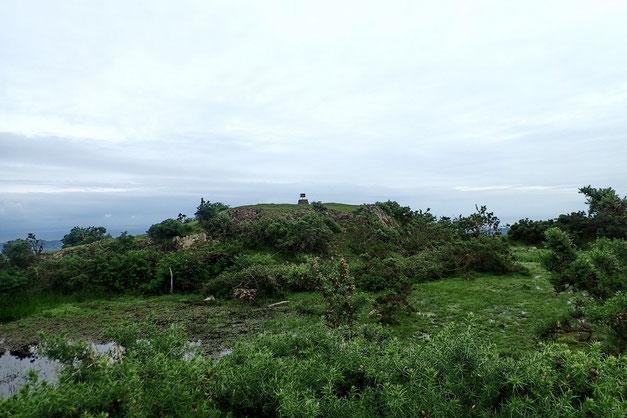La marque du sommet n'est plus très loin, mais il va falloir zigzaguer pour y arriver.
