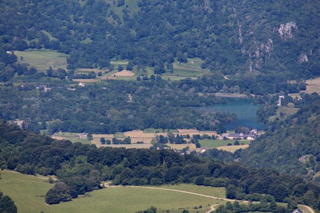 Tout en bas, le Lac de Castet.