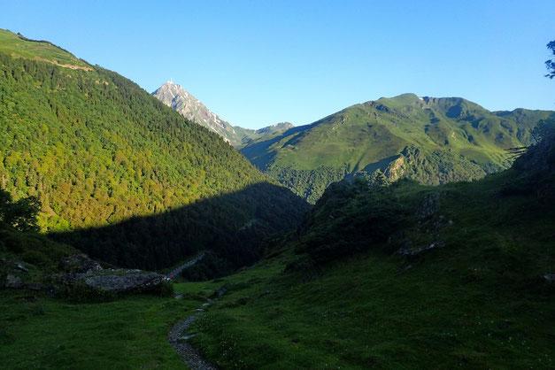 Au fond, le Pic du Midi de Bigorre.