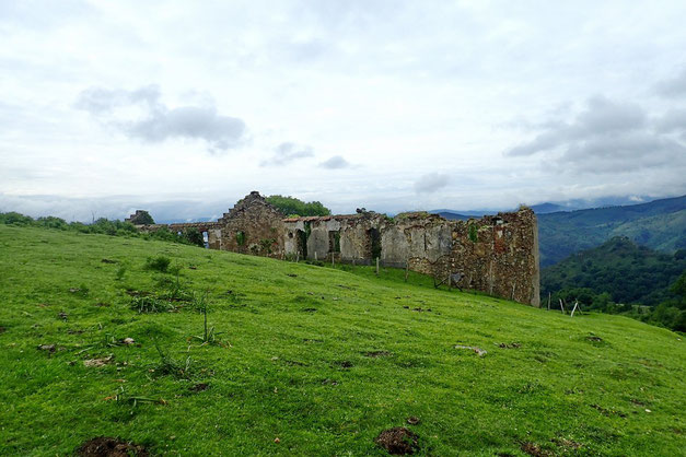 Nouveau chemin qui repasse quand même par les ruines du Fort Erlaitz.