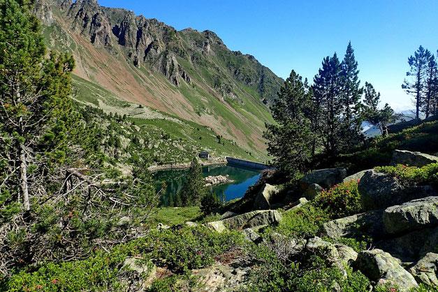Pour accéder au Lac de Gréziolles, il faut encore monter. Ce qui permet de revoir le Réservoir des Laquets.