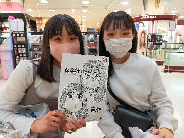岩手県のさくら野百貨店・北上店で描いた高校生の女の子2人の似顔絵
