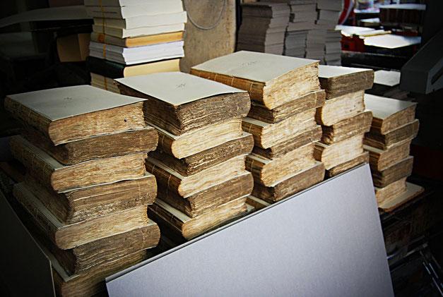 Preparazione legature per biblioteca privata by Conti Borbone