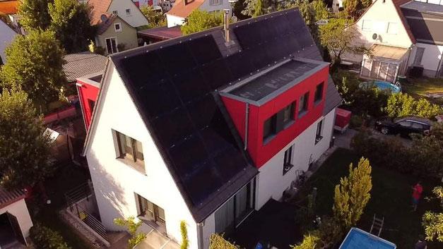 Photovoltaikanlage mit schwarzen SunPower Modulen © iKratos
