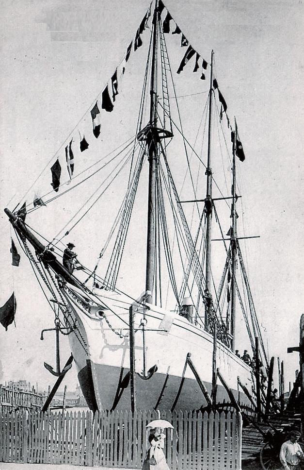 Le Français juste avant son lancement aux chantier Gautier, il fut lancé gréé de ses trois-mâts et équipé de sa machine et chaudières
