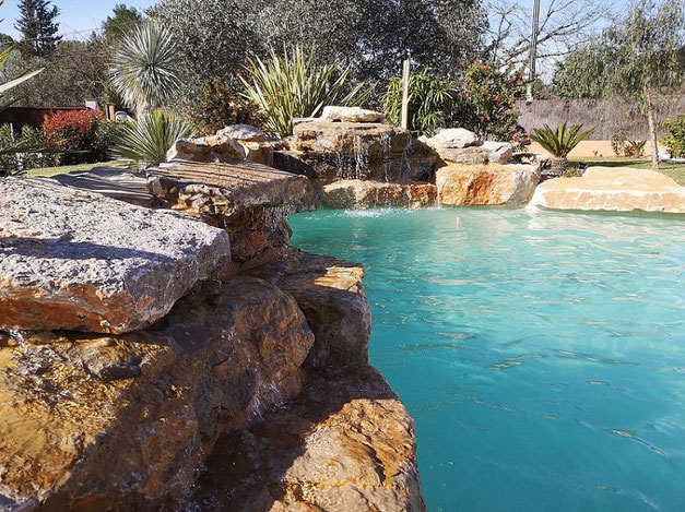 cascade-piscine-réglable