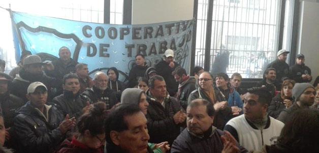 Arbejderforsamling i en af de talrige selvstyrede kooperativer i Buenos Aires