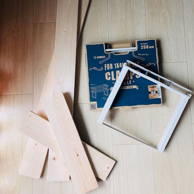 クランプスシェルフのパッケージと1×4材
