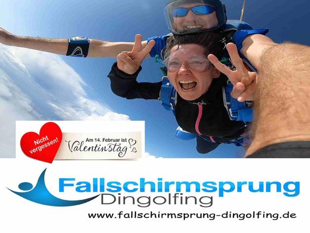 Valentinstag Geschenkgutschein Fallschirmspringen Bayern. Die Geschenkidee zum Valentinstag! Ein Fallschirmsprung Geschenk Gutschein von Tandemfun