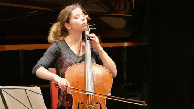 Mit innigem Spiel auf dem Violoncello nahm Sarah Lohse die Zuhören gefangen