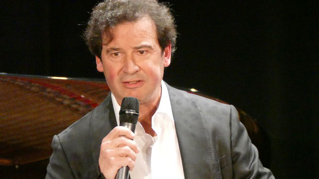Markus Steffen hatte das Konzert nicht nur organisiert, sondern führte auch kompetent durch das Programm