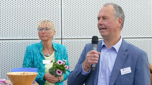Dr. Florian Wüstenberg, Schulleiter der Freien Gemeinschaftsschule, und Stefanie Neruda, Schulleiterin der Freien Grundschule, begrüßten die Gäste