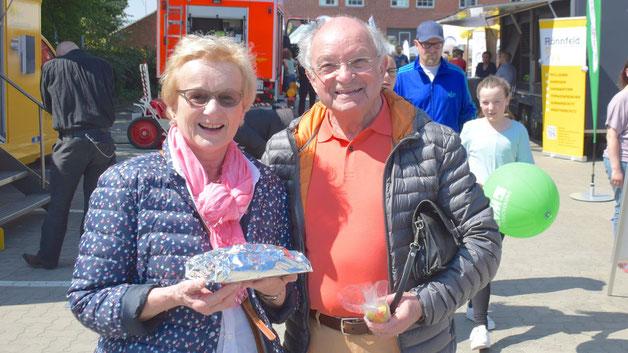 Informierten sich auf der Messe: Johannes Schneider, Vorsitzender des Kultur-Vereins und seine Frau Bärbel