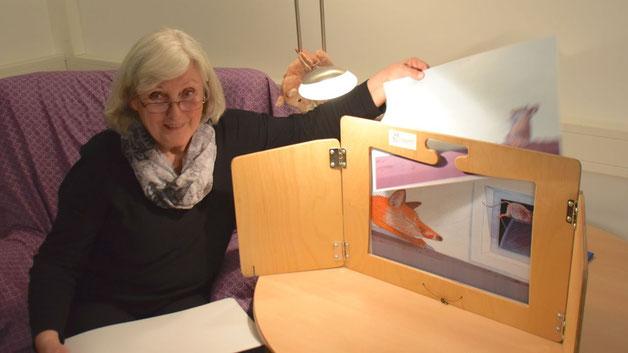 Bärbel Müller las den Besuchern, unterstützt durch fröhliche Bilder, vor