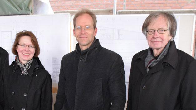 Auch die Architekten Vater und Sohn Reinhold Wuttke hatten sich zum Richtfest eingefunden
