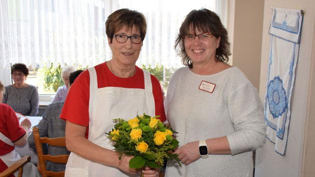 Birgit Dwenger-Elbeshausen, Leiterin der AWO-Kita-Zwergenvilla in der Theodor-Storm-Straße, gratulierte zum Jubiläum