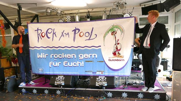 """Vor ihrem Auftritt erinnerte die """"Hesse-Allstars""""-Band an die erfolgreiche Rock am Pool-Serie, bei der einige der Musiker ihre ersten Auftritte hatten"""