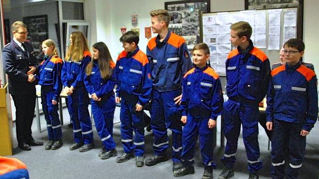 Acht Jugendliche wurden nach dem Anwärterjahr neu in die Jugendfeuerwehr aufgenommen