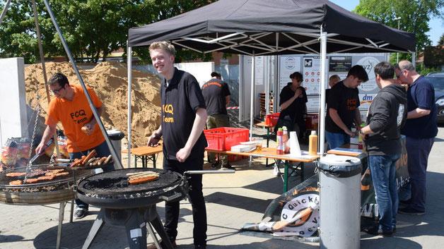 Der Verein FC Quickborn  bot leckere Steaks und Grillwürste an