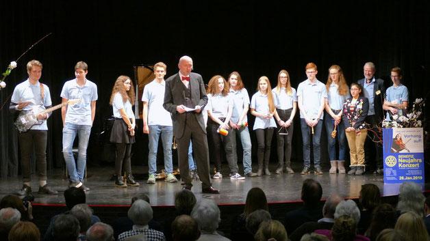 Zu Beginn der Veranstaltung stellte Rotary-Präsident die Mitglieder des Ende 2018 gegründeten Interact Clubs vor, der neuen Jugendorganisation der Rotarier in Quickborn