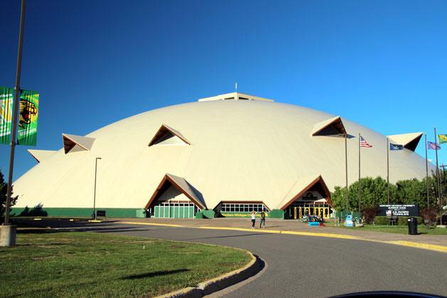 Superior Dome: eines der größten wenn nicht gar das größte Kuppelgewölbe der Welt aus Holz!
